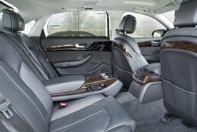 Bequemer Fond mit vielen Ausstattungs-  merkmalen: Limousine in Langversion