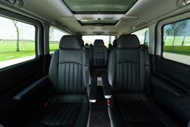 Unsere Luxus-Vans:  Ansprechendes Interior mit Ledereinzelsitzen